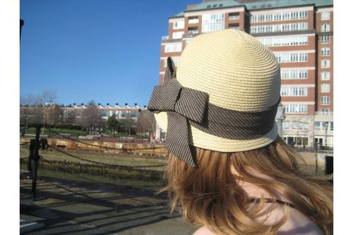 straw hat bow