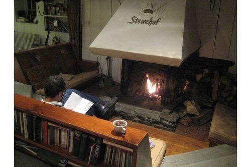 stowehof inn fireplace