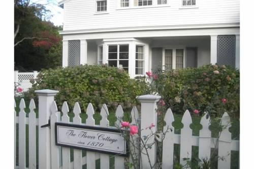 flower cottage gate roses newport rhode island