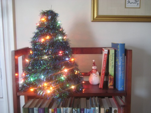 books tree snowman christmas