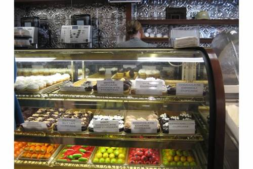 mike's pastry interior