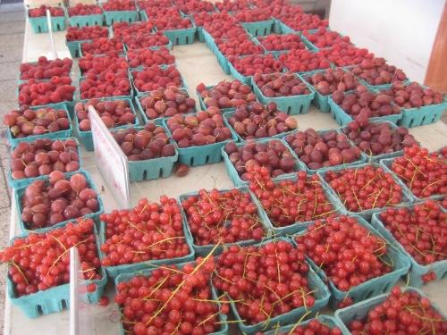 berries red farmers market