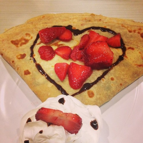 valentine dessert crepe
