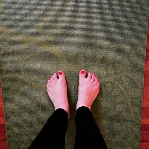 yoga mat bare feet
