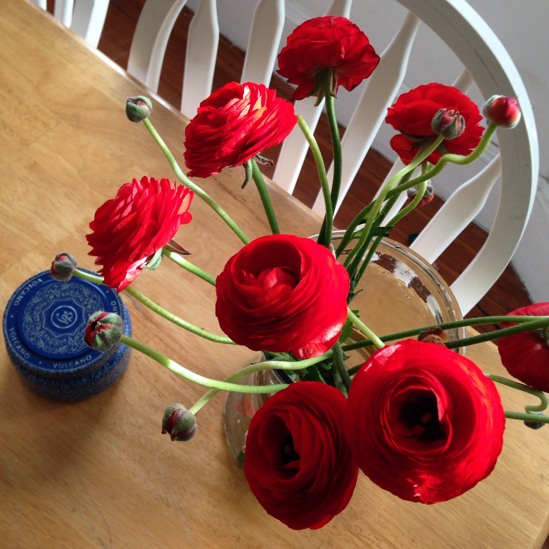 red ranunculus table